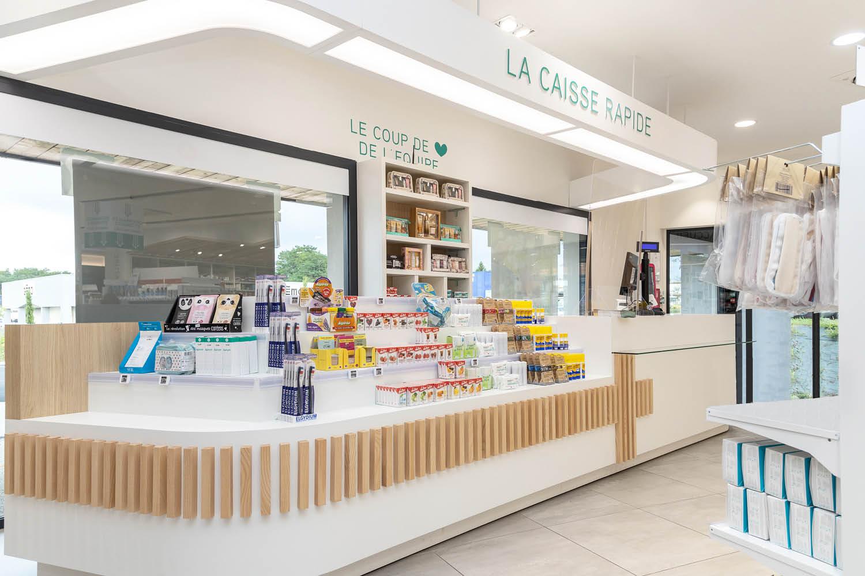 Agencement de pharmacie du lac espace accueil et conseil Mobil M