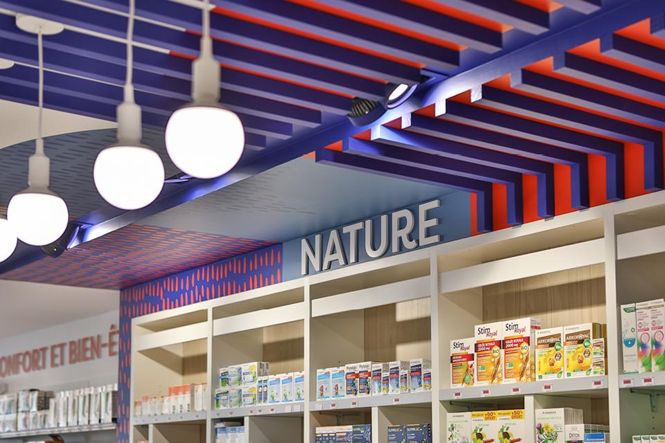 agencement de la pharmacie du marché fontenay-lecomte par Mobil M agenceur pharmacie
