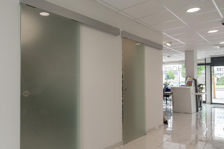 Portes cabines de confidentialité et orthopédie pharmacie de la couronne Saint Dizier (52) Mobil M a