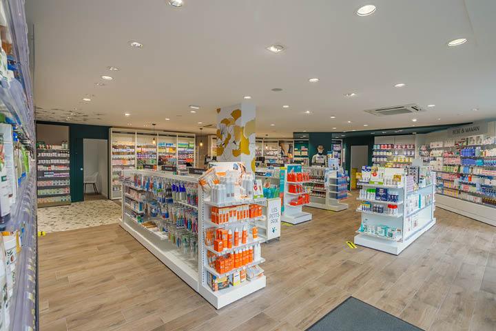 Espace de vente pharmacie colorée gondole et linéaire Mobil M