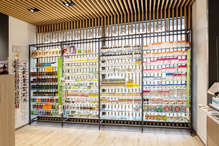 Mobilier ouvert linéaire pharmacie agencement pharmacie Saint Esprit Bayonne Mobil M