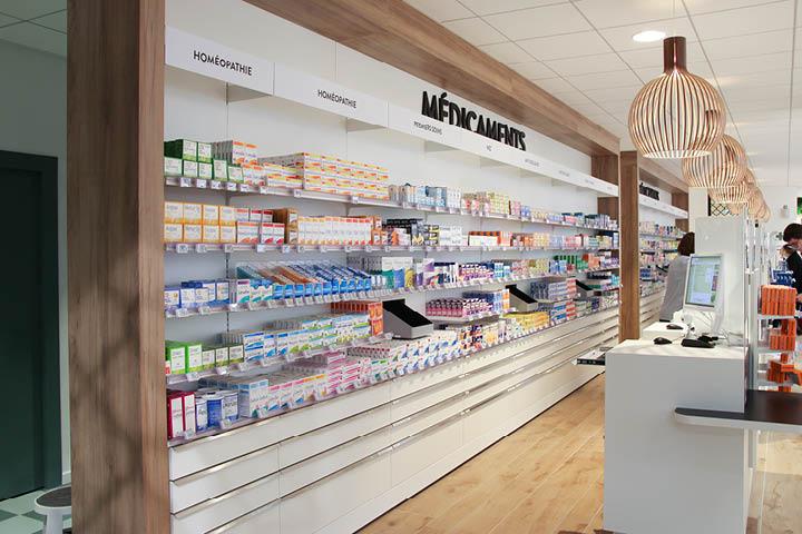 Espace médication délivrance médicaments comptoirs pharmacie moderne blanc agencement pharmacie des calins à Cholet Mobil M.jpeg
